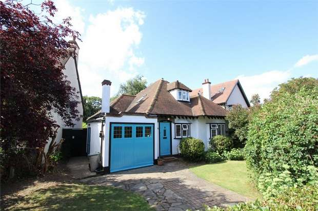 3 Bedrooms Detached Bungalow for sale in The Cottage, Priory Crescent, SOUTHEND-ON-SEA, Essex