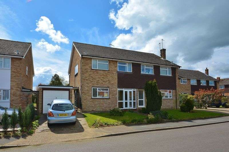3 Bedrooms Semi Detached House for sale in Marriotts Way, Haddenham