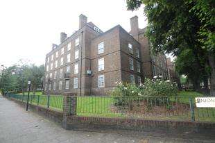 2 Bedrooms Flat for sale in Newton House, Union Grove, Battersea, London