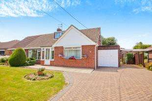 4 Bedrooms Bungalow for sale in Monkton Court Lane, Eythorne, Dover, Kent