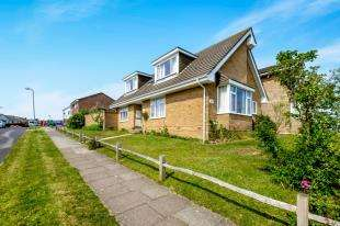 4 Bedrooms Detached House for sale in Crescent Drive South, Woodingdean, Brighton, East Sussex