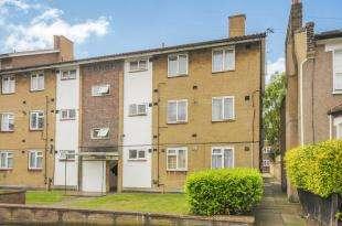 2 Bedrooms Flat for sale in Brookbank Road, Lewisham, London