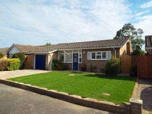 3 Bedrooms Bungalow for sale in Rossalyn Close, Bognor Regis