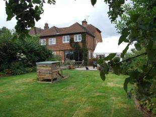3 Bedrooms End Of Terrace House for sale in London Road, Hurst Green, Etchingham, East Sussex