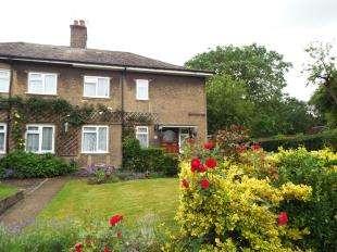 3 Bedrooms Semi Detached House for sale in Addington Village Road, Croydon