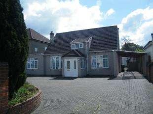 4 Bedrooms Bungalow for sale in Wickham Road, Shirley, Croydon