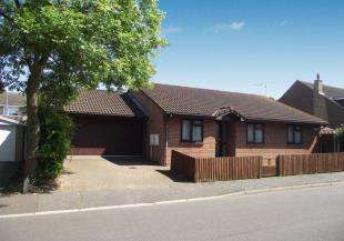 4 Bedrooms Bungalow for sale in Parkside, Cliffe Woods, Rochester, Kent