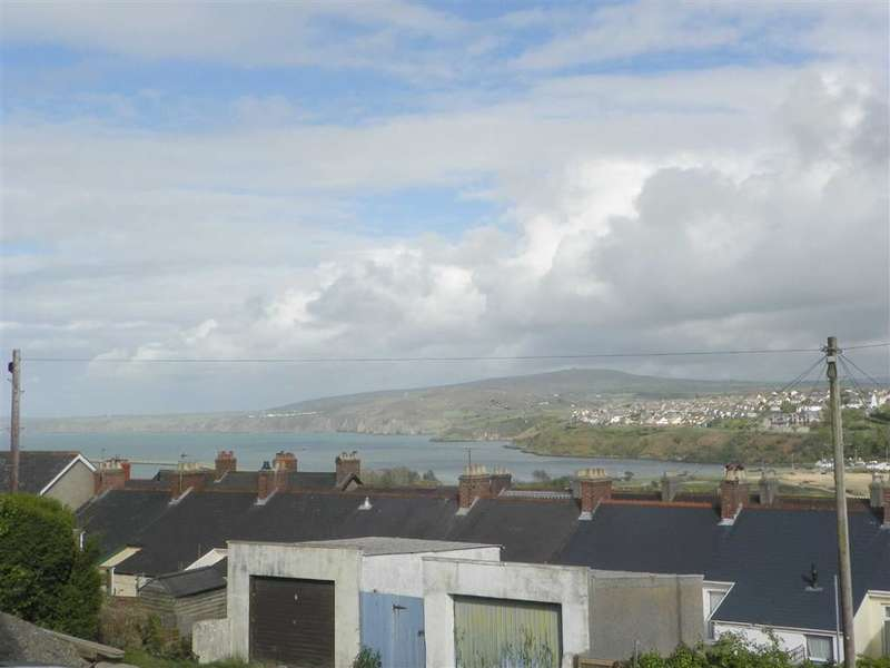 3 Bedrooms Property for sale in Rear Of Plasygamil Road, Goodwick
