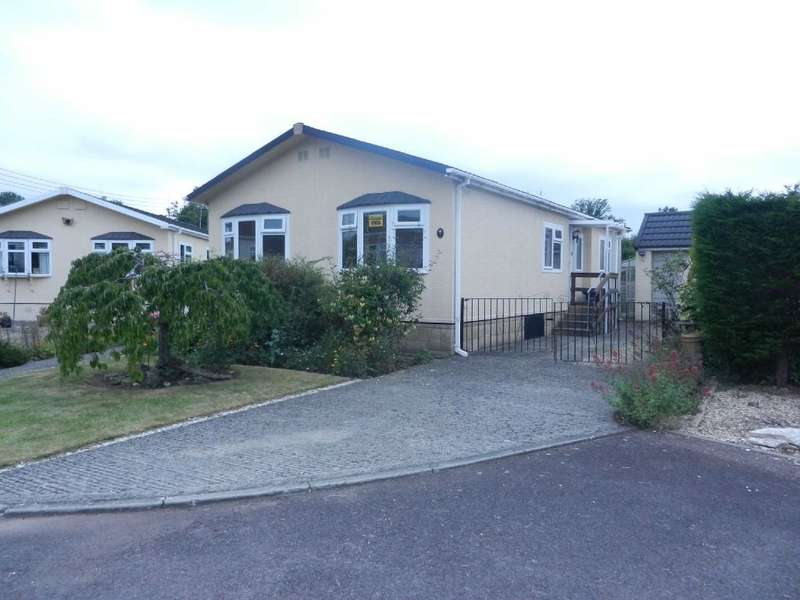 2 Bedrooms Park Home Mobile Home for sale in Birch Close, Woodmancote Park, Station Road, Cheltenham, Gloucestershire, GL52 9WB