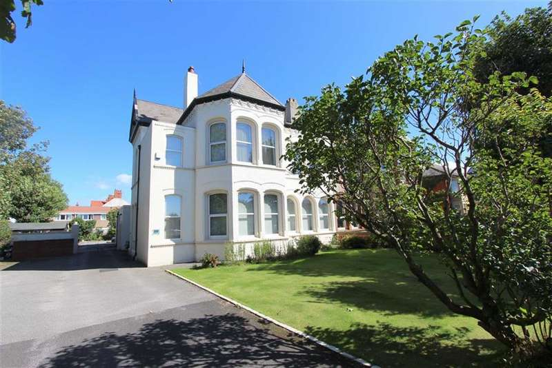 5 Bedrooms Property for sale in Lytham Road, Blackpool