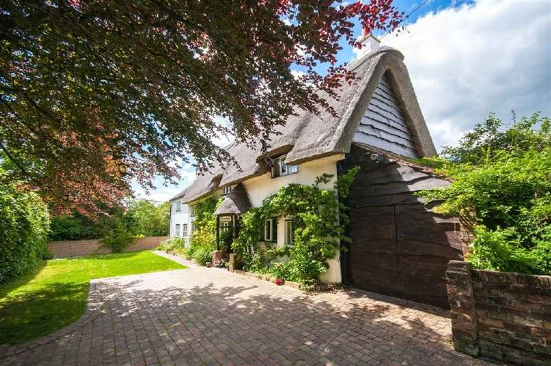 4 Bedrooms Detached House for sale in PITSTONE, Bucks, LU7 9AG