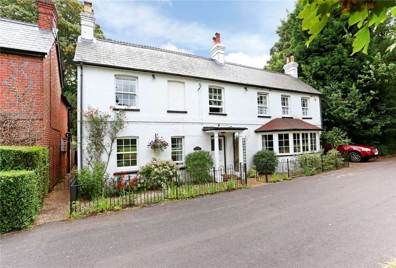 4 Bedrooms Detached House for sale in Old School Lane, Yateley, Hampshire, GU46