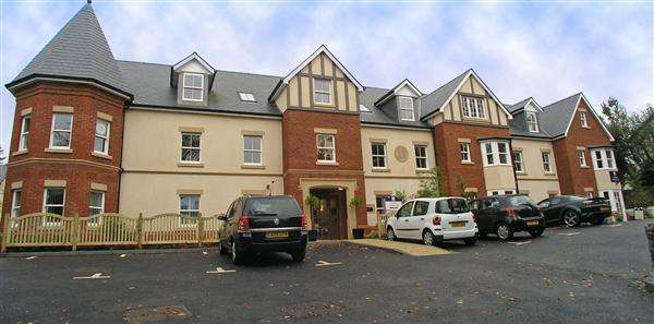 2 Bedrooms Apartment Flat for sale in Cwrt Pegasus, Cardiff Road, Llandaff