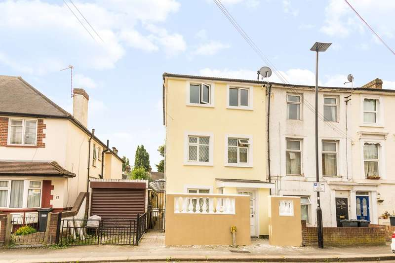5 Bedrooms House for sale in Heath Road, Hounslow, TW3