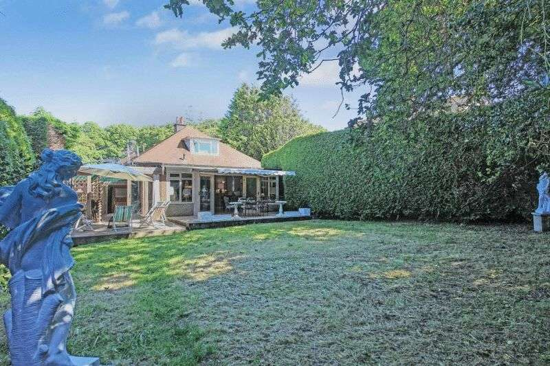 4 Bedrooms Detached Bungalow for sale in Watcombe Road, Southbourne
