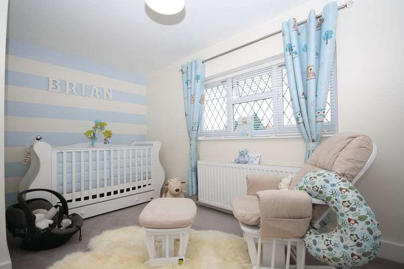 3 Bedrooms Terraced House for sale in Attlee Road, Hayes