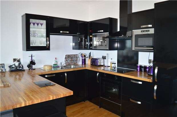 1 Bedroom Flat for sale in Flat, White Rock, HASTINGS, East Sussex, TN34