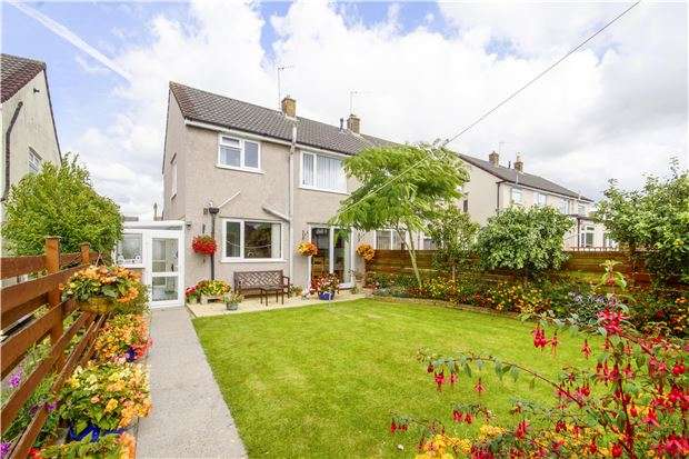 3 Bedrooms Semi Detached House for sale in Crossman Avenue, Winterbourne, BRISTOL, BS36 1ED