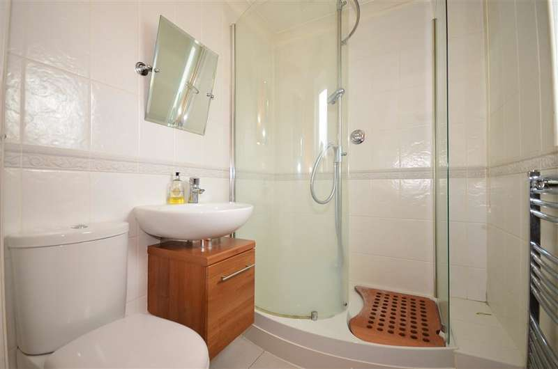 2 Bedrooms Detached Bungalow for sale in Ashbee Close, Snodland, Kent