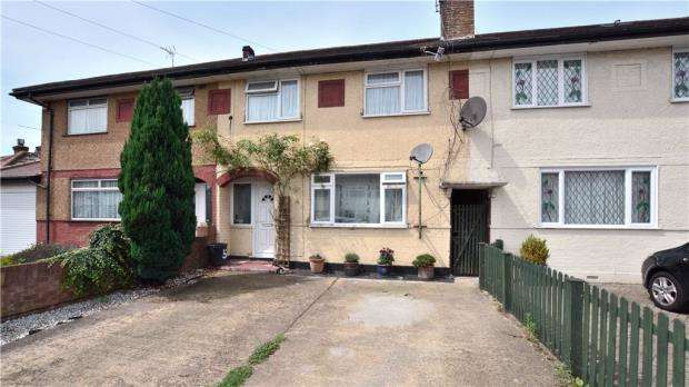 2 Bedrooms Maisonette Flat for sale in Corwell Lane, Hillingdon, Middlesex
