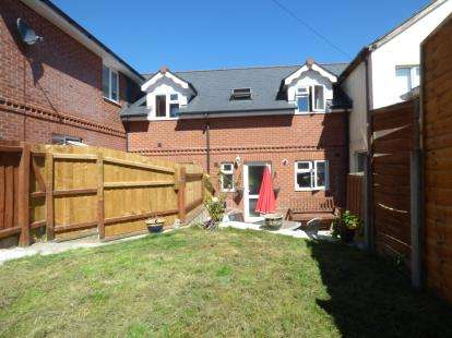 2 Bedrooms Terraced House for sale in Whitesmith Road, Newport, Isle Of Wight