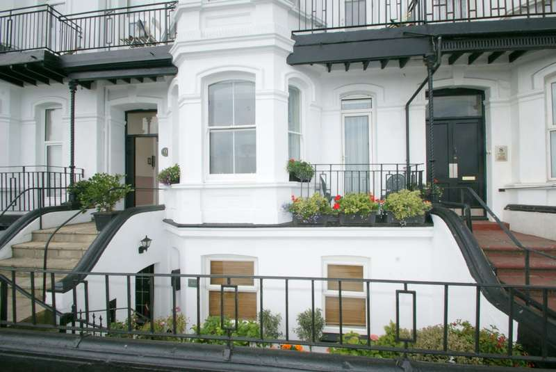 2 Bedrooms Flat for sale in Prince of Wales Terrace, Deal, CT14