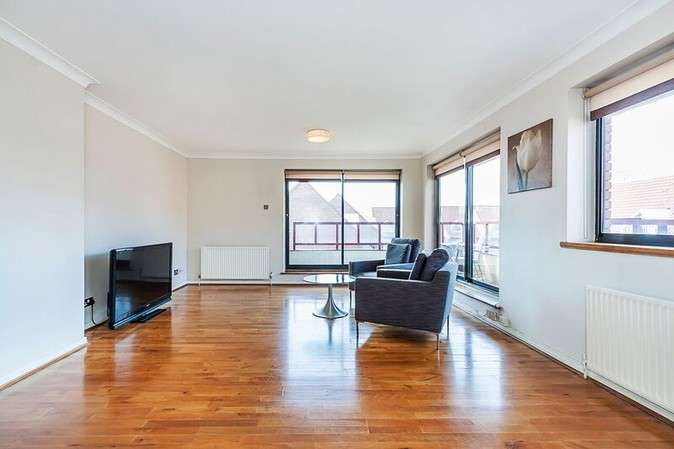 2 Bedrooms Flat for sale in Windsor Way, London