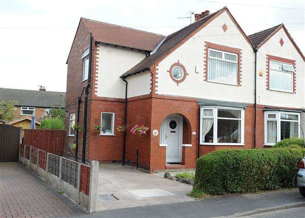 3 Bedrooms Semi Detached House for sale in 5 Carr Road, Irlam M44 6GA