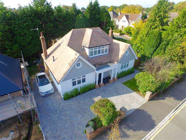 4 Bedrooms Detached House for sale in Roslin Road South, Talbot Woods, Bournemouth