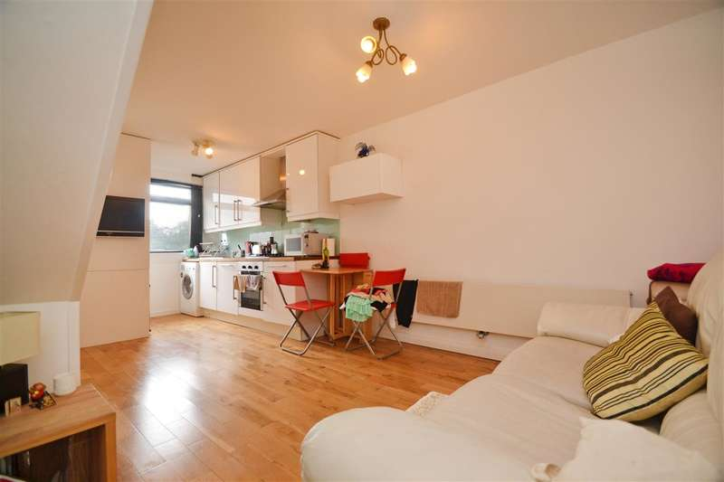 3 Bedrooms Apartment Flat for sale in Binley House, Highcliffe Drive, Roehampton