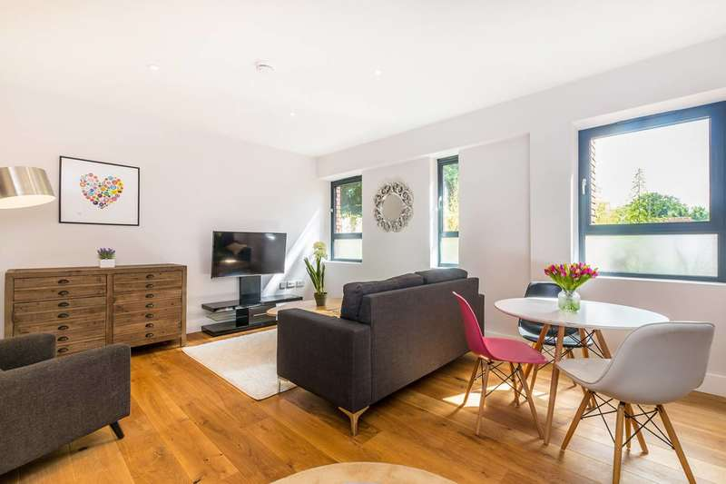 2 Bedrooms Flat for sale in High Street, Feltham, TW13