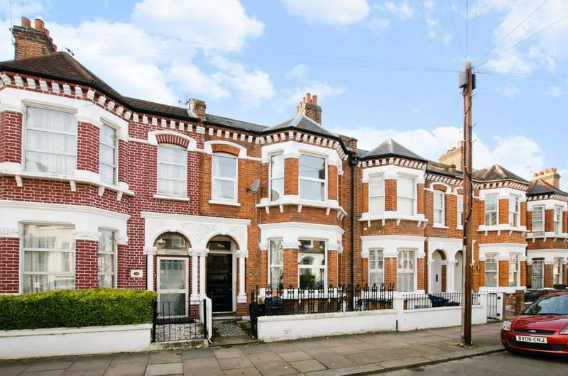 4 Bedrooms Flat for sale in Gayville Road, Between the Commons, SW11