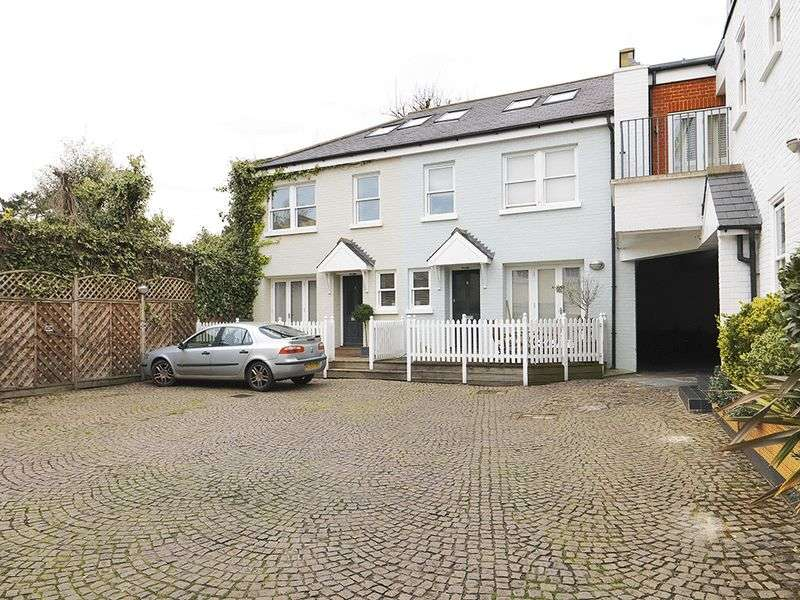 3 Bedrooms House for sale in Giggs Hill Court, Thames Ditton, KT7