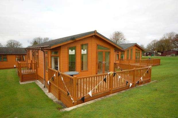 2 Bedrooms Detached Bungalow for sale in Doublebois Lodges, Doublebois, Liskeard, Cornwall