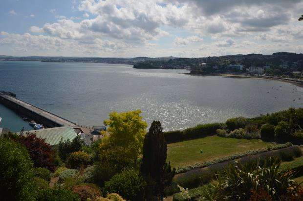 2 Bedrooms Flat for sale in Seacliff, Warren Road, Torquay, Devon