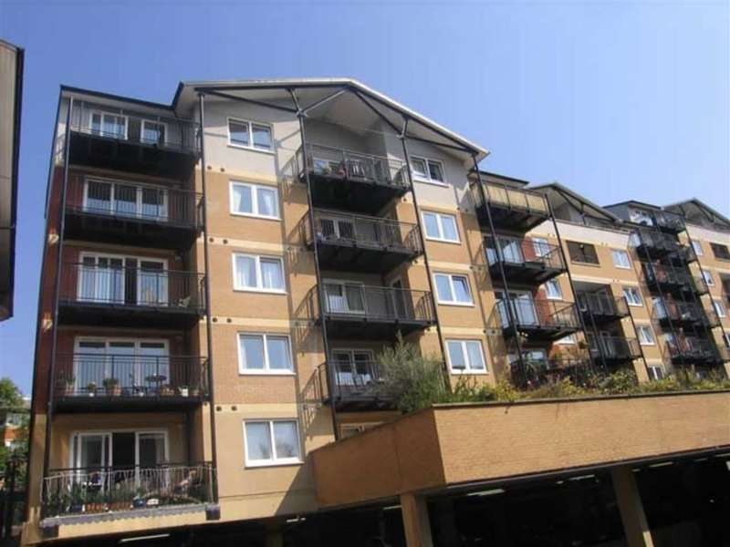 2 Bedrooms Property for sale in Penn Place, Rickmansworth, Herts, WD3