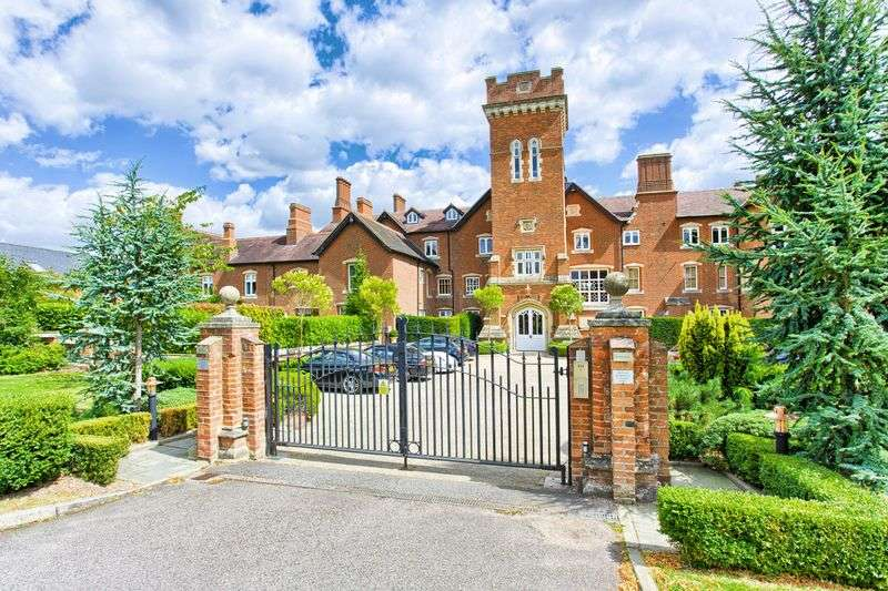 2 Bedrooms Flat for sale in Essendon, Hertfordshire
