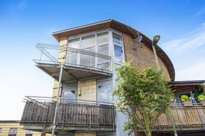 1 Bedroom Flat for sale in Warmwell Avenue, Colindale, London, United Kingdom