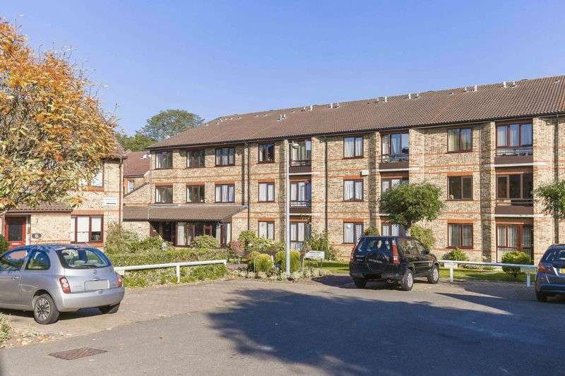 1 Bedroom Flat for sale in borrowdale court,