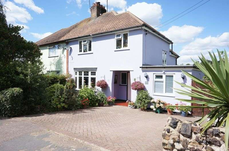 3 Bedrooms Semi Detached House for sale in Eastleigh Road, Benfleet