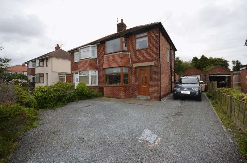 3 Bedrooms Semi Detached House for sale in 7 Newton Avenue, Poulton-Le-Fylde Lancs FY6 8AN