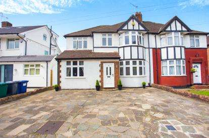 4 Bedrooms Semi Detached House for sale in Cranmer Road, Edgware