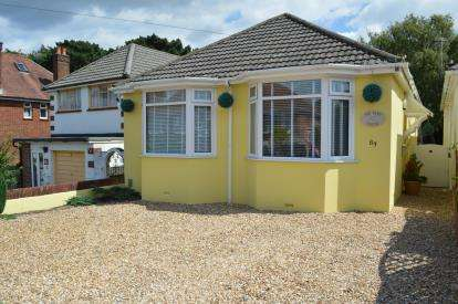 3 Bedrooms Bungalow for sale in Redhill, Bournemouth, Dorset