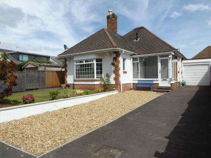 2 Bedrooms Bungalow for sale in Queens Park, Bournemouth, Dorset