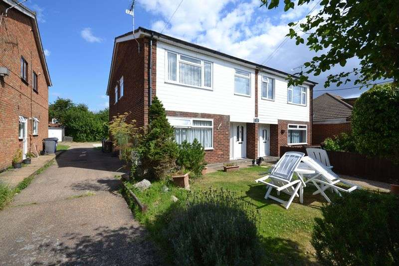 2 Bedrooms Flat for sale in Gordon Road, Stanford-Le-Hope