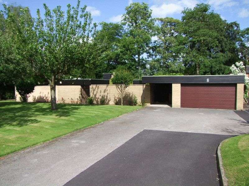 3 Bedrooms Detached Bungalow for sale in Newton Park, Newton Solney