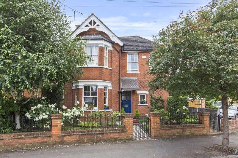 4 Bedrooms Detached House for sale in St. Albans Avenue, Weybridge, Surrey, KT13