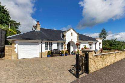3 Bedrooms Bungalow for sale in Bridgend, Stewarton, East Ayrshire
