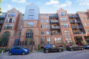 2 Bedrooms Flat for sale in Piazza House, Cannons Wharf, Tonbridge, Kent