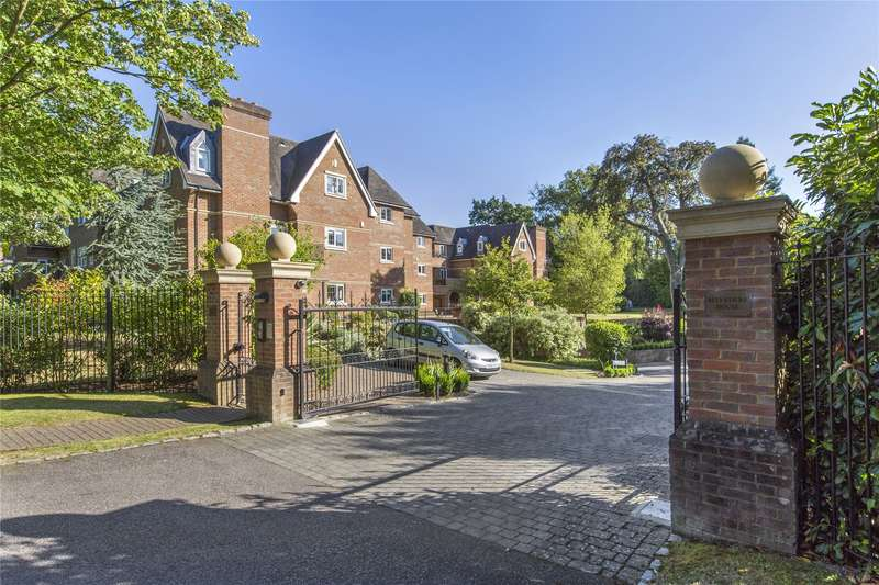3 Bedrooms Flat for sale in Belvedere House, Churchfields Avenue, Weybridge, Surrey, KT13